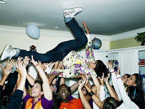 Fiesta loca con gente joven
