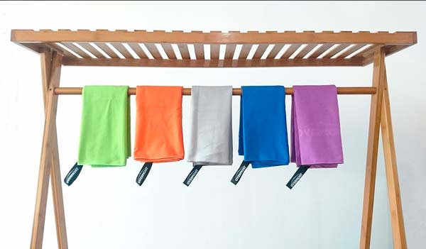 truco para hacer la maleta y viajar ligero: toallas de microfibra