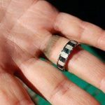 ¿Tu anillo te mancha el dedo? Truco para evitarlo