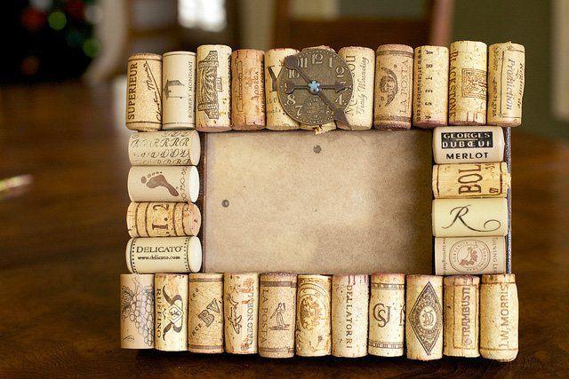 marco casero decorado con tapones de corcho - Cuadros Originales Hechos A Mano