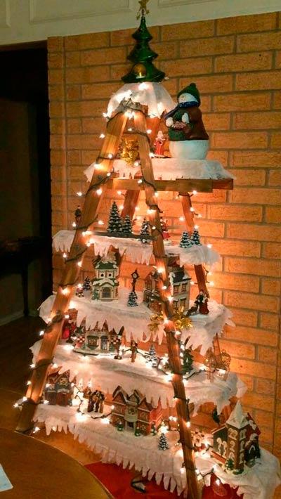 árbol de navidad reutilizando una escalera vieja