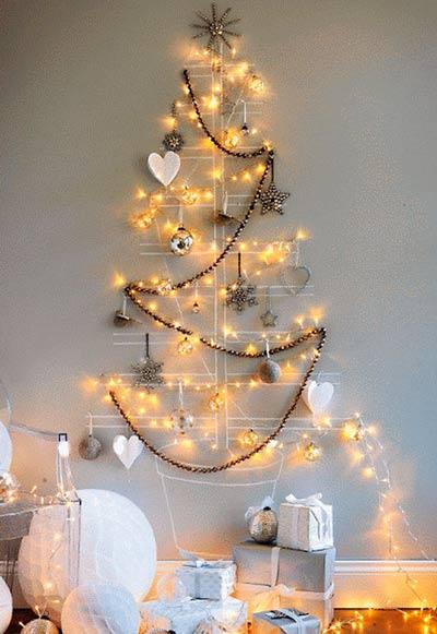 arbol de navidad original y casero para pared pintado con tizas
