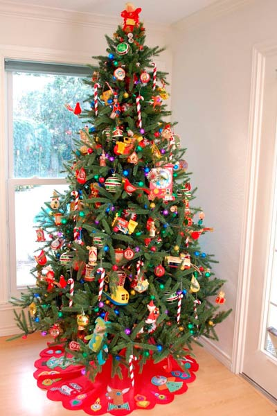 arbol de navidad clásico con decoracion