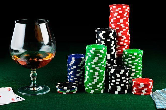 No bebas alcohol si estás jugando al poker