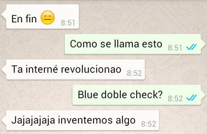 captura de pantalla de conversación de whatsapp con double check azul