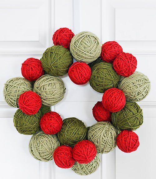tutorial corona de navidad con ovillos de lana de colores
