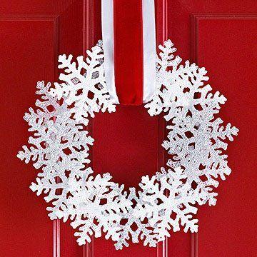 tutorial corona de navidad con copos de nieve de plástico