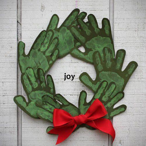 tutorial corona de navidad con huellas de manos