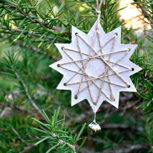 estrella de navidad hecha con cartulina y cordel