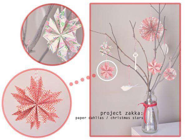 estrella de navidad hecha con papel de colores doblados