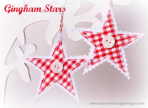 estrella navideña para colgar del árbol con papel, tela y botón