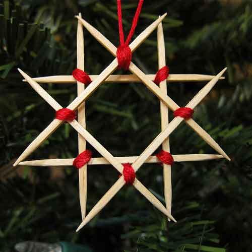 estrella de navidad hecha con palillos de madera