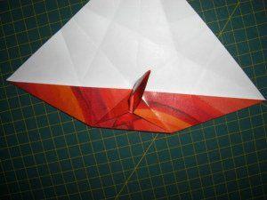 instrucción 6 para hacer una corona navideña de origami