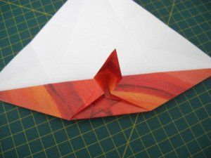 instrucción 7 para hacer una corona navideña de origami