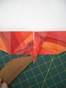 instrucción 8 para hacer una corona navideña de origami