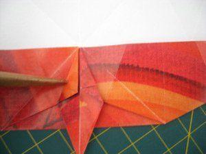 instrucción 9 para hacer una corona navideña de origami