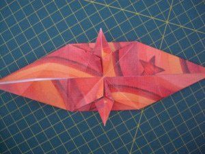 instrucción 10 para hacer una corona navideña de origami