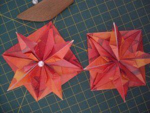 instrucción 11 para hacer una corona navideña de origami