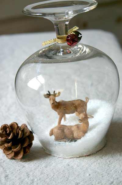 manualidad para hacer bolas de nieve caseras con copas de cristal y personajes