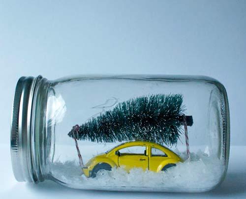 bola de nieve original hecha con un coche y un aveto