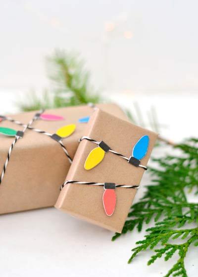decoracion para regalos navideños con guirnalda de luces de papel diy