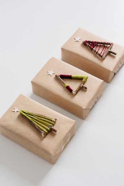 envolver regalos de navidad con detalles con forma de pino