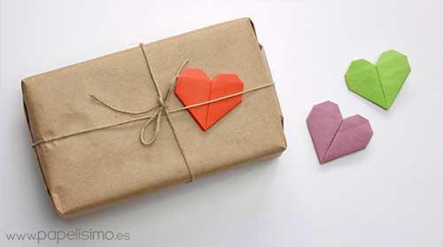 idea para envolver regalos de forma original con corazones