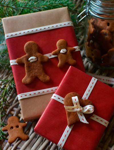 decorar los regalos de navidad con galletas de jengibre