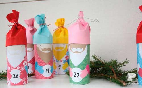 calendario de adviento hecho con tubos de papel higiénico como reyes magos