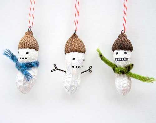 cachuetes pintados para decorar el arbol navideño