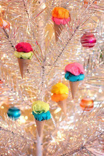 adornos para el árbol de Navidad con papel: cucuruchos