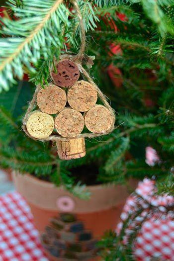adorno para el árbol de Navidad con corchos