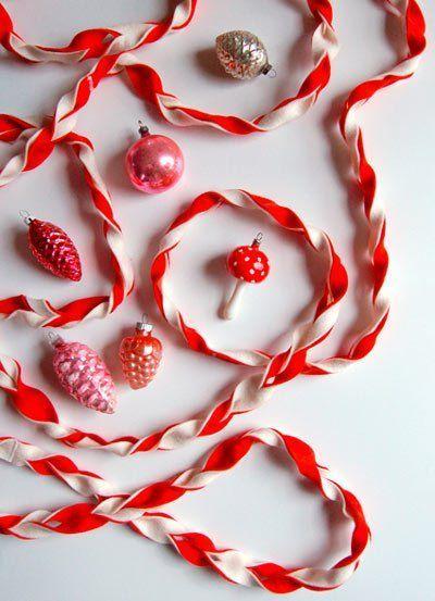guirnalda de navidad hecha con fieltro