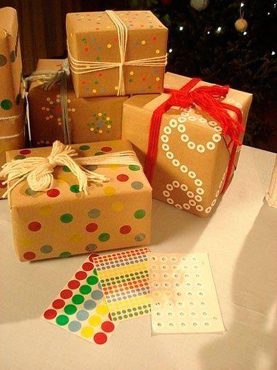 papel de regalo original hecho con gomets