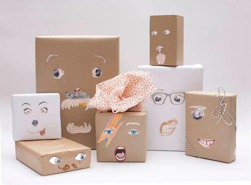 papel de regalo original hecho con recortables de caras