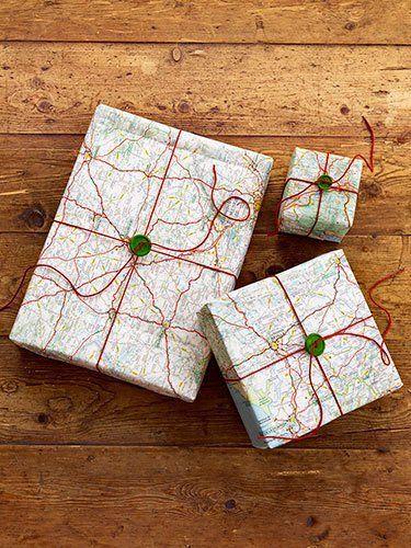 papel de regalo original hecho con un mapa y un botón
