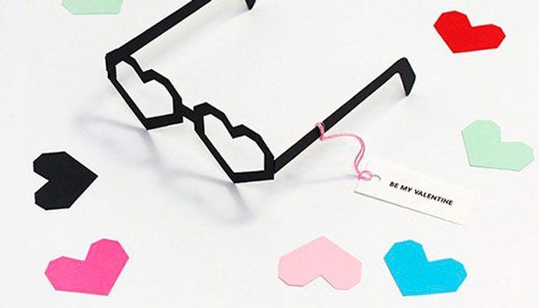tarjeta original y diferente para san valentin: gafas con forma de corazón