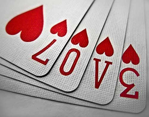 tarjeta de San Valentín original con naipes de corazones