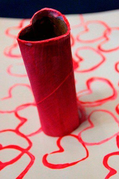 manualidad para hacer corazones con un tubo de papel higiénico