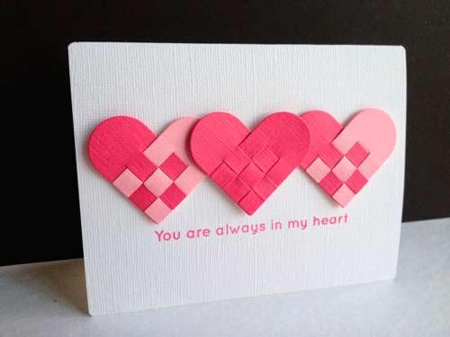 tarjeta de San Valentín original con varios conrazones de fieltro