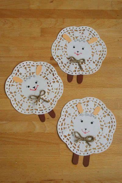 manualidad de primavera para niños hecha con blondas