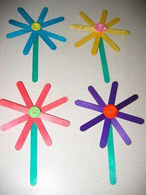 manualidad infantil de flores hechas con palitos de helado