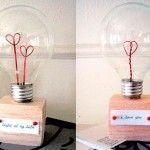 Manualidad romántica reciclando una bombilla
