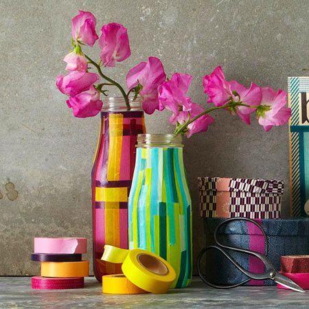 manualidad para reutilizar botellas y recipientes de cristal, decorando con cinta washi tape
