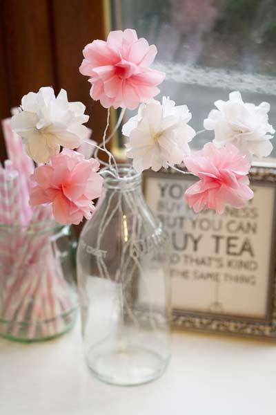 manualidad para hacer flores decorativas con papel de seda