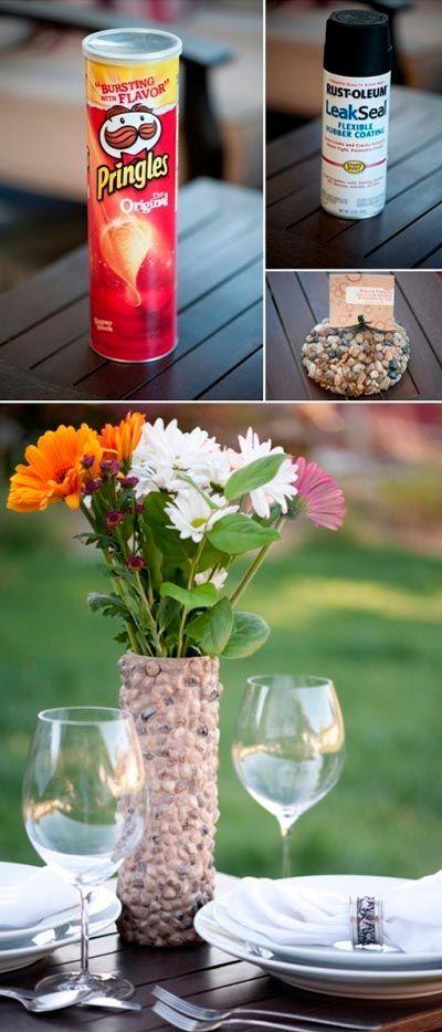 florero hecho con manualidades reciclando unas pringles