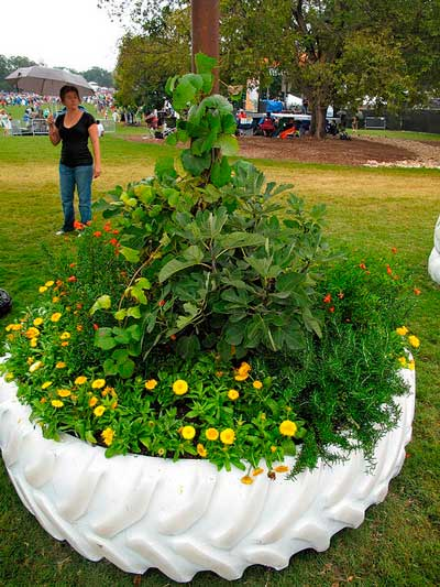 28 centros de mesa floreros y macetas para hacer con for Macetas para jardin