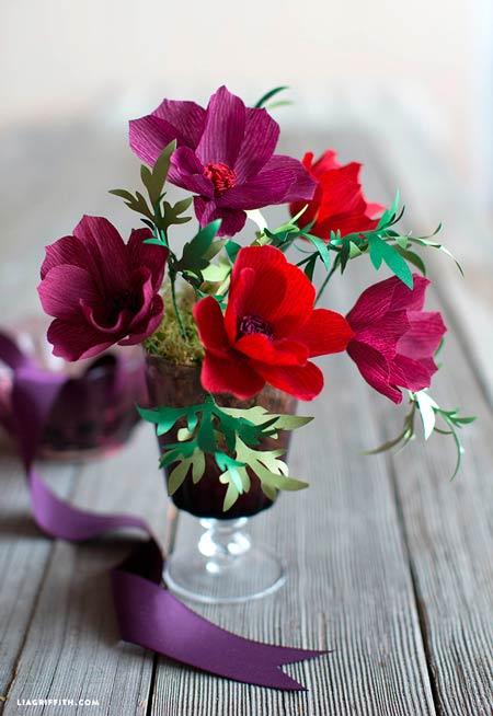 margaritas o flores silvestres hechas con papel crepe (papel pinocho) para decorar en casa
