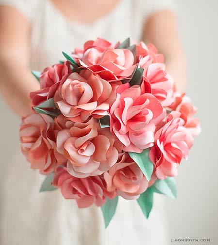 ramo de novia con rosas de papel