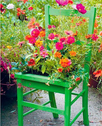maceta para exterior reutilizando una silla de madera vieja